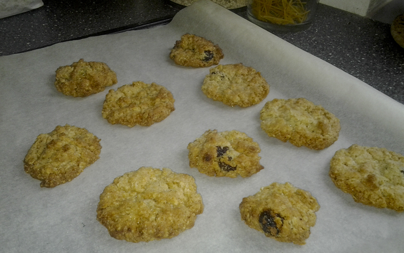 Quick and easy crispy oatmeal cookies