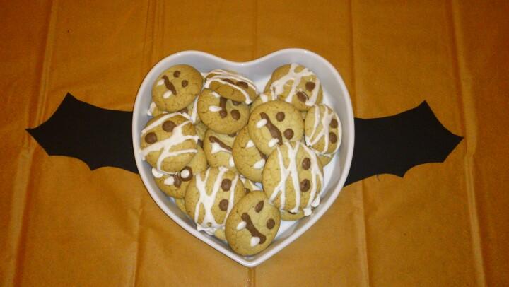 Scary sugar cookies shaped as mumies and vampires