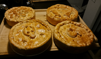 The finished meat pies/postej