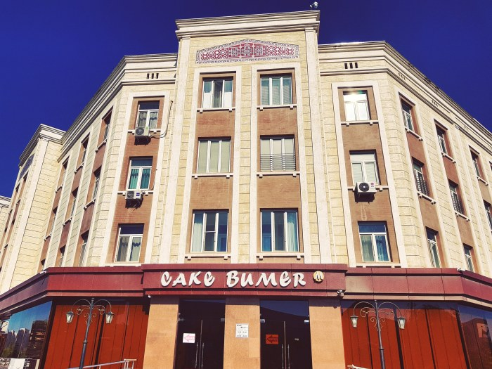 Cake Bumer cafe in Nukus Photo by Freda Hughes