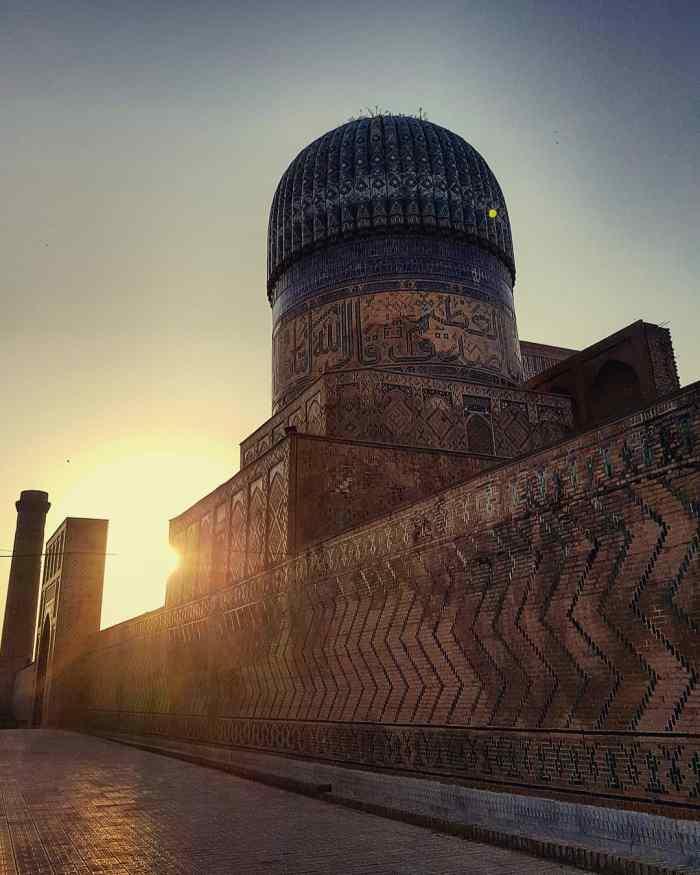 Bibi Khanym Mosque Photo by Freda Hughes