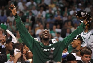 Celebrating the Boston Celtics' championship in 2008 after defeating the Los Angeles Lakers. AFP PHOTO / GABRIEL BOUYS (Photo credit should read GABRIEL BOUYS/AFP/Getty Images)