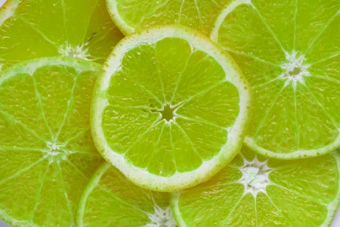 Want to detox your body daily? Try these awesome 15 ways to cleanse your body naturally. Best detox foods and habits to follow. Healthy detox ways.