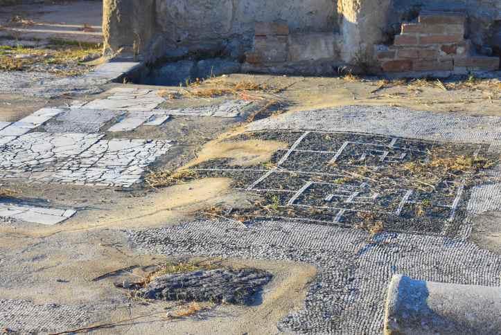 Pavimento con mosaico delle terme