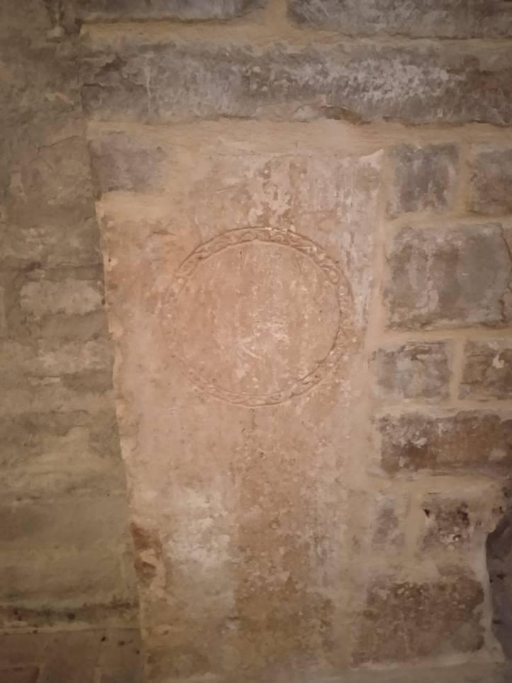 Il particolare cerchio che si illumina nell'Abbazia di Sant'Urbano