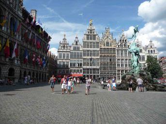 day 2: alla scoperta delle città fiamminghe, la Grande Place di Anversa