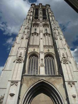 L'imponente torre della cattedrale di Mechelen