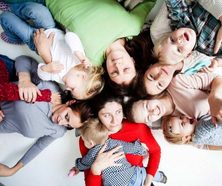 finding your tribe of mom friends after baby