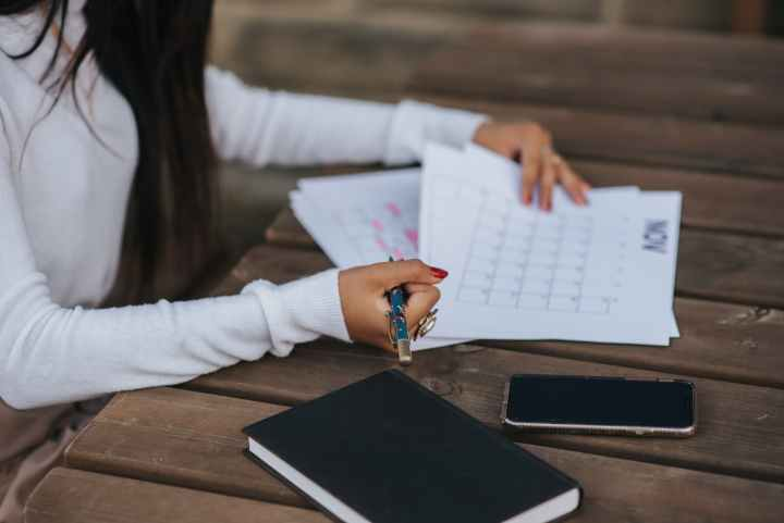 mom overwhelm trying to make a schedule