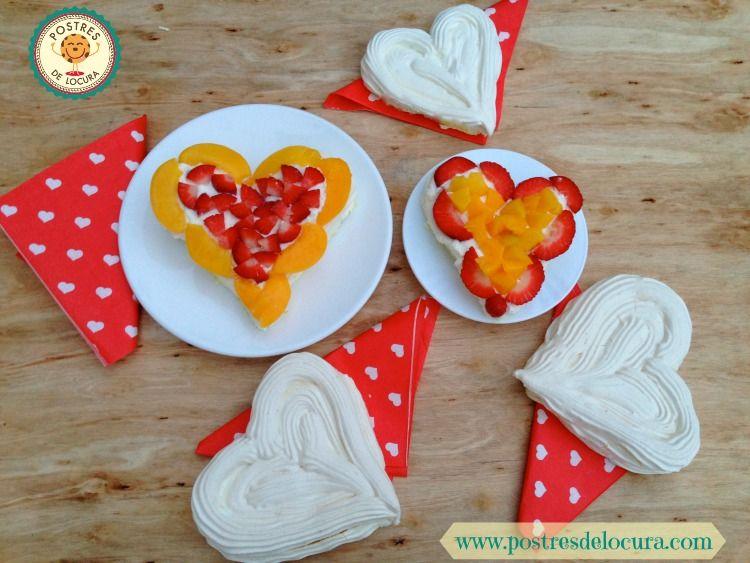 Postre de San Valentin: Corazones de merengue, nata y fruta