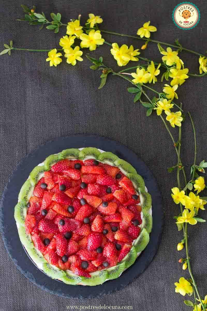 Pizza dulce de galleta y frutas