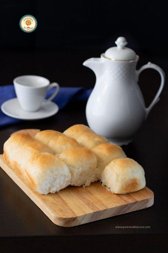 Desayuno con panecillos caseros