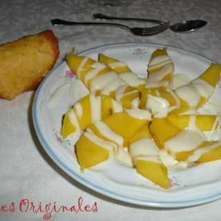 Mango con Salsa de Yogur y Chocolate Blanco