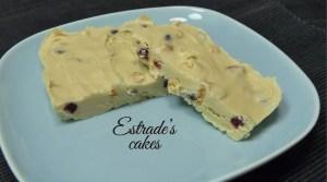 Turrón con Chocolate Blanco con Pistachos - Estrades Cakes