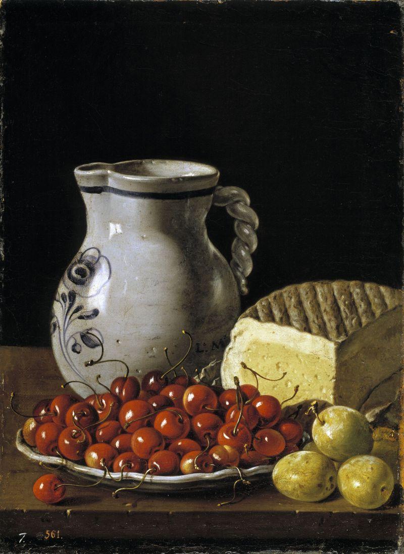 Bodegón con plato de cerezas, ciruelas, jarra y queso