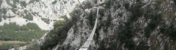 Puente tibetano de la vía ferrata la hermida (Cantabria)