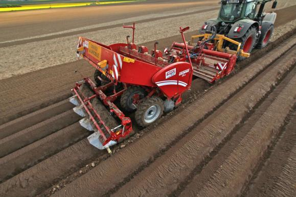 potato-planting-france