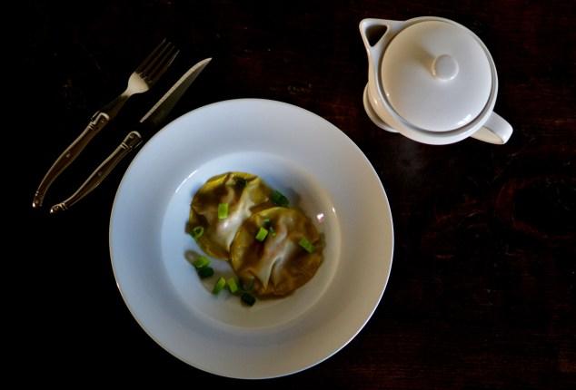 Bouillon façon thaï et raviolis au foie gras
