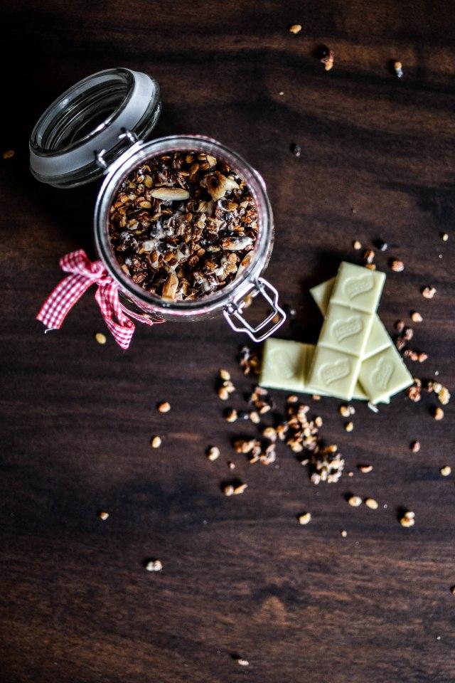 Granola maison au chocolat blanc et amandes grillées