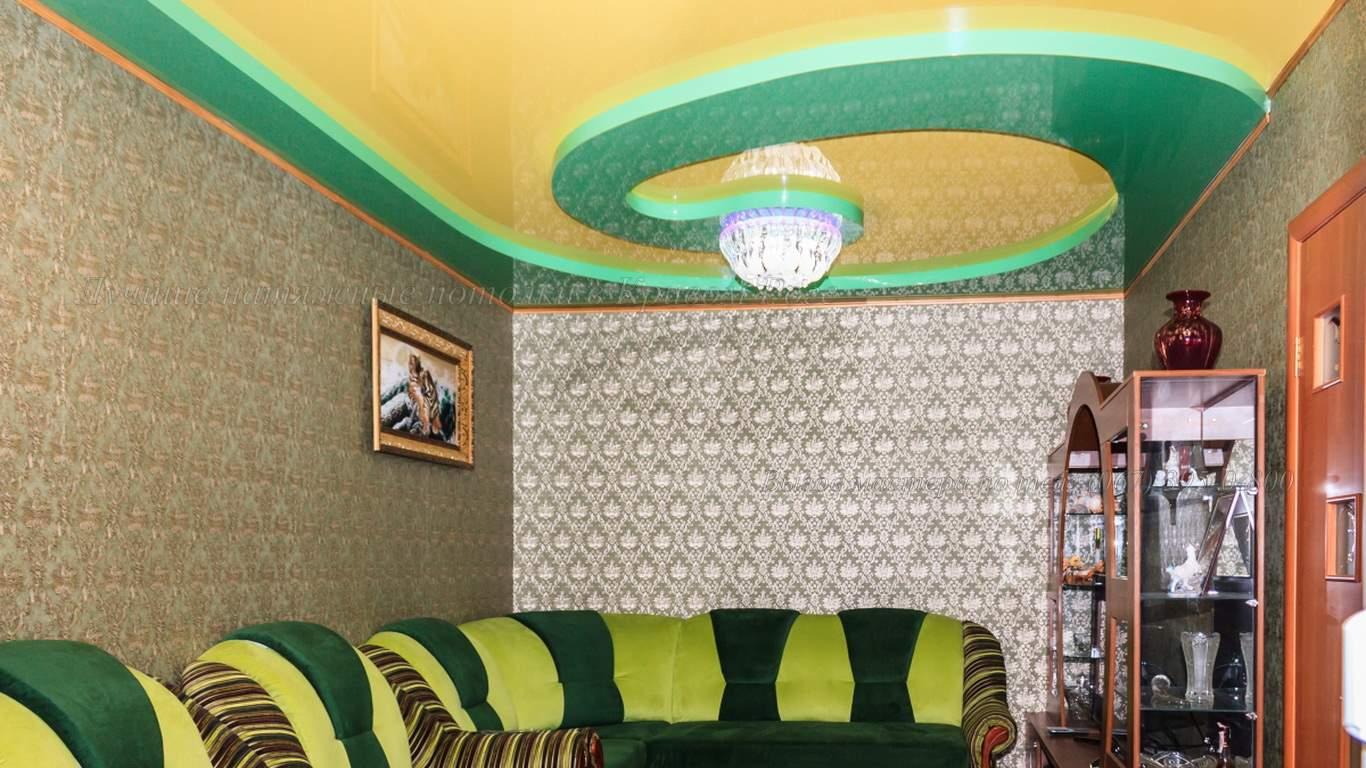 Дизайнерское решение натяжного потолка в гостиную