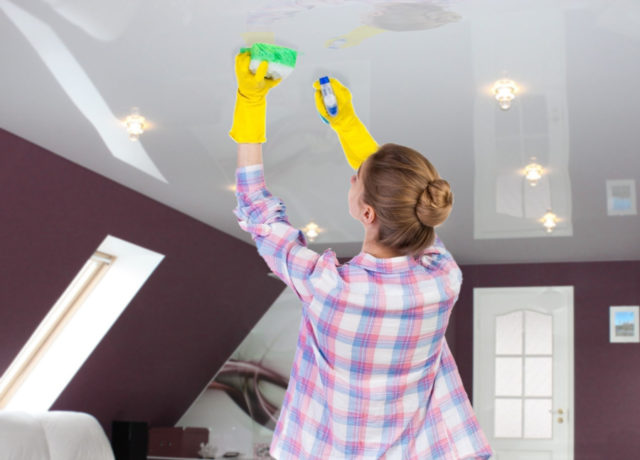 Wet cleaning of the glossy ceiling