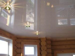 Установка потолка в частном доме