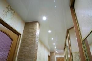Натяжного потолка в коридор с освещением