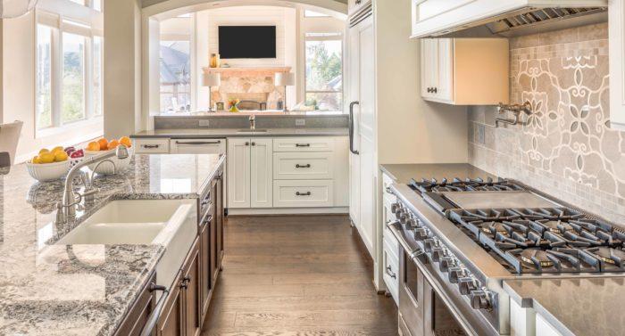Kitchen with Range, Sink, and Hardwood Floors