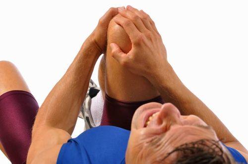 Ушиб колена при падении лечение в домашних условиях оказание первой помощи