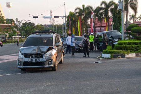 Kecelakaan Beruntun di Tugu Zapin, 4 Kendaraan Roda Empat Rusak Parah