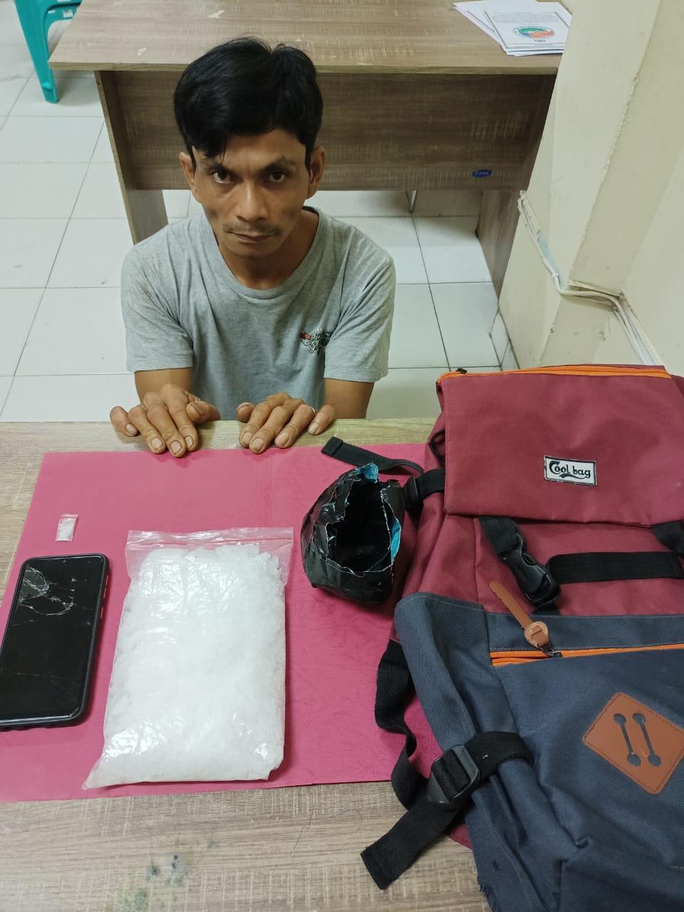 Diduga Narkoba Jenis Sabu Setengah Kilo, Pria Paruh Baya Ditangkap Satresnarkoba Polres Siak