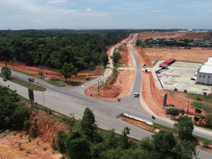Peningkatan Jalan Hang Kesturi Kabil Tingkatkan Konektivitas Akses Logistik