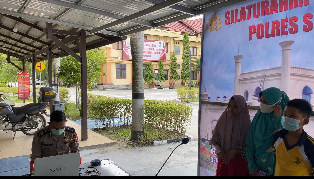 Kepolisian Siak Siapkan Sarana Untuk Masyarakat Bersilaturahmi Virtual pada Keluarga di Kampung
