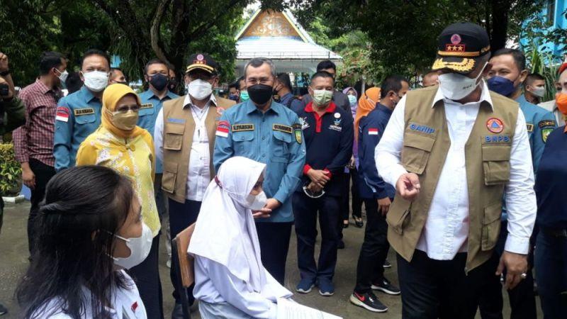Kepala BNPB Tinjau Vaksinasi ABK di SMA 8 Pekanbaru