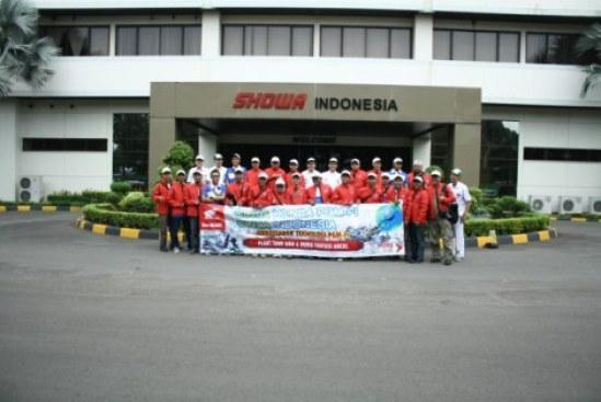 Photo bersama, setelah keliling di PT. SHOWA INDONESIA