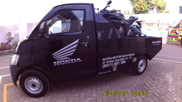 Towing Car Honda Big Bike
