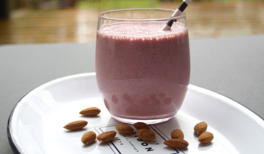 almond cherry smoothie potsandplanes.com