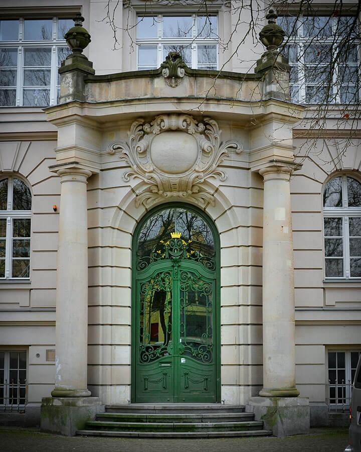 Tür des Einstein-Gymnasiums in Potsdam