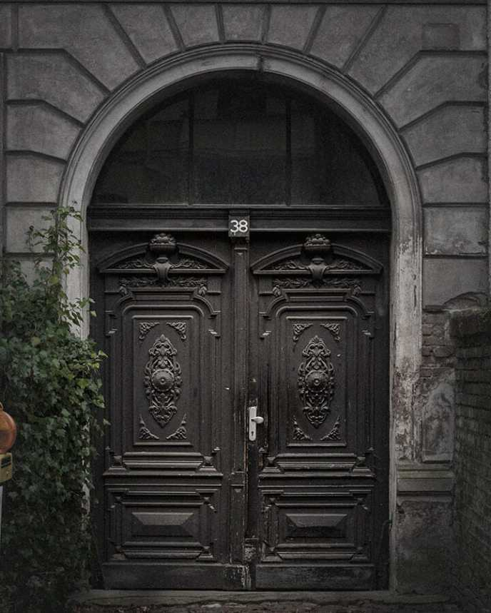 Tür in der Gregor-Mendel-Straße Potsdam
