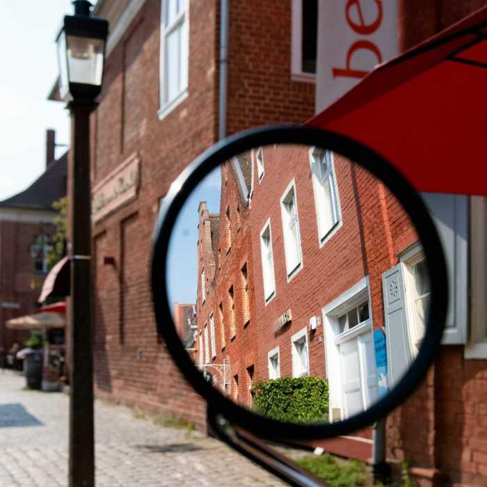 Rückspiegel im Holländischen Viertel
