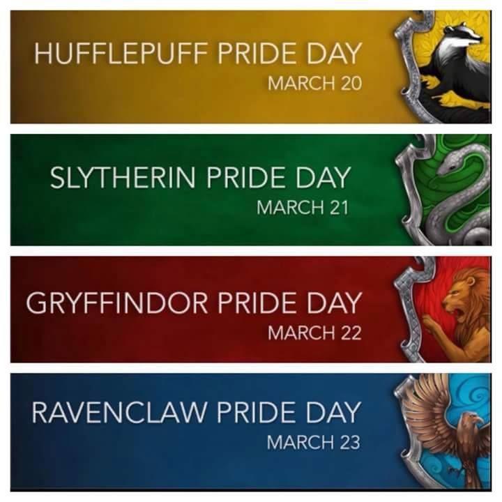 """Pod sebou jsou čtyři pruhy. Úplně nahoře je žlutý pruh, pravo je část mrzimorského znaku. Bílý nápis """"Hufflepuff Pride Day. March 20."""" Pod tím je zelený pruh s částí zmijozelského znaku vpravu. Vlevo bílý nápis """"Slytherin Pride Day. March 21."""" Pod tím červený pruh s částí nebelvírského znaku a nápisem """"Gryffindor Pride Day. March 22."""" Úplně dole modrý pruh s částí havraspárského znaku a nápisem """"Ravenclaw Pride Day. March 23."""""""