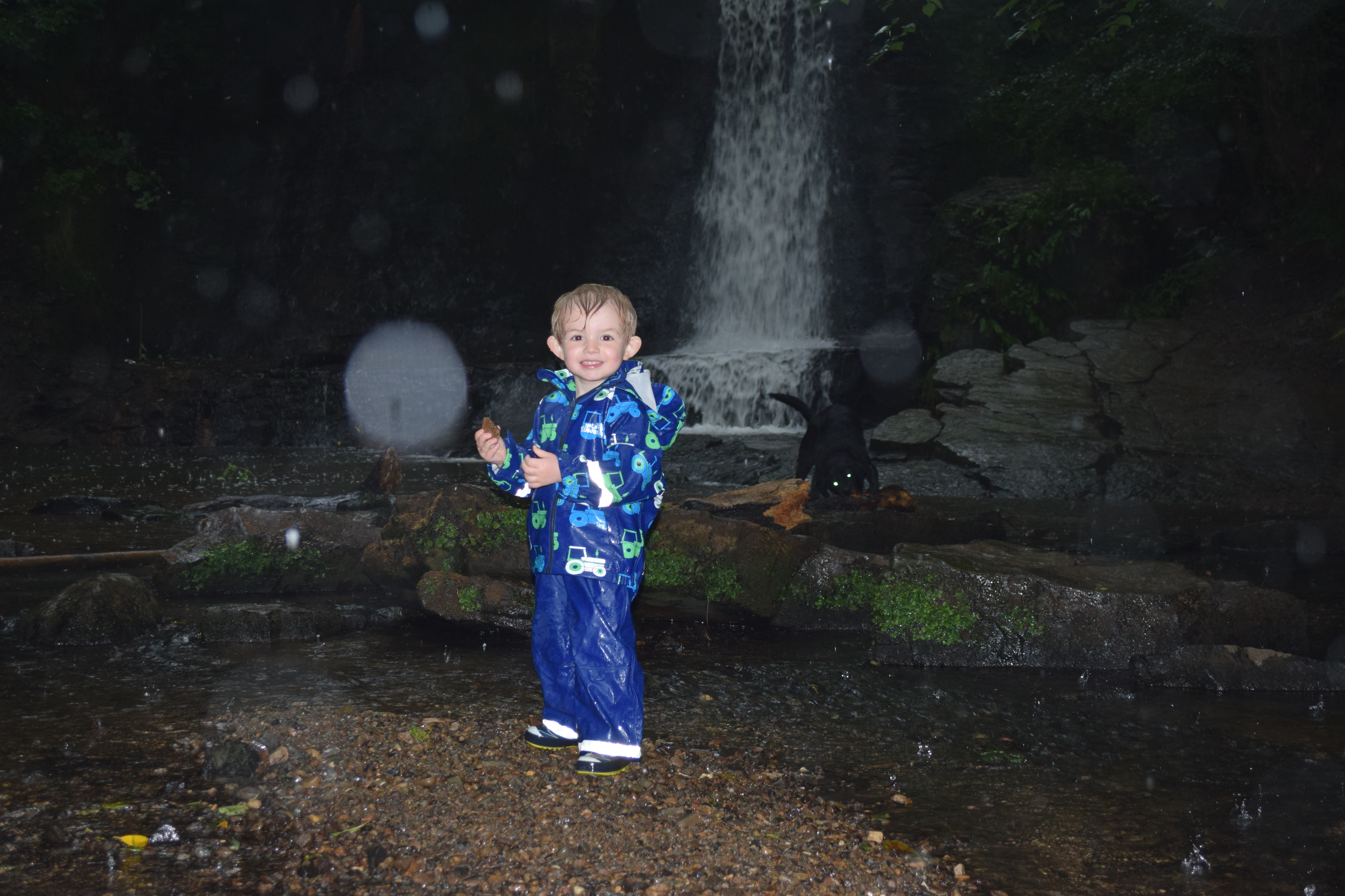 Wet Wednesdays brilliant kid's waterproof rainset is a great shell.