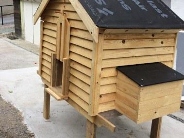 benoit - poulailler autoconstruit avec pondoir extérieur