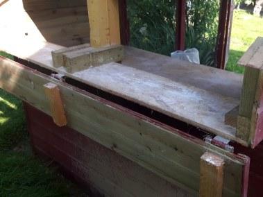 Marie-Ange - nichoir du poulaillier auto construit en lambris