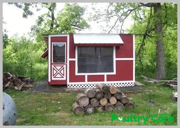 Pallet-Palace-DIY-Chicken-Coop