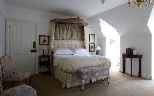 the-romantic-bedroom