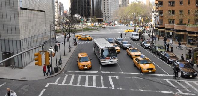 Columbus Circle, à New York, avant sa piétonnisation: l'espace est avant tout dédié aux transports motorisés. Crédit photo : NYC DOT