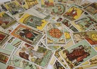 un tarot traditionnel peut servir de cartes-oracles
