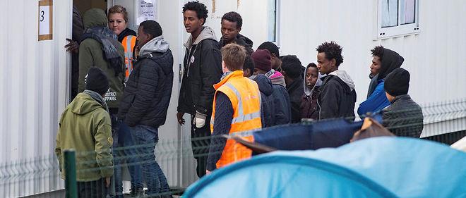 Coincés trop longtemps dans les centres d'accueil et d'orientation, des jeunes migrants sont revenus à Calais dans l'espoir de rejoindre l'Angleterre par leurs propres moyens. La jungle risque de se reformer.