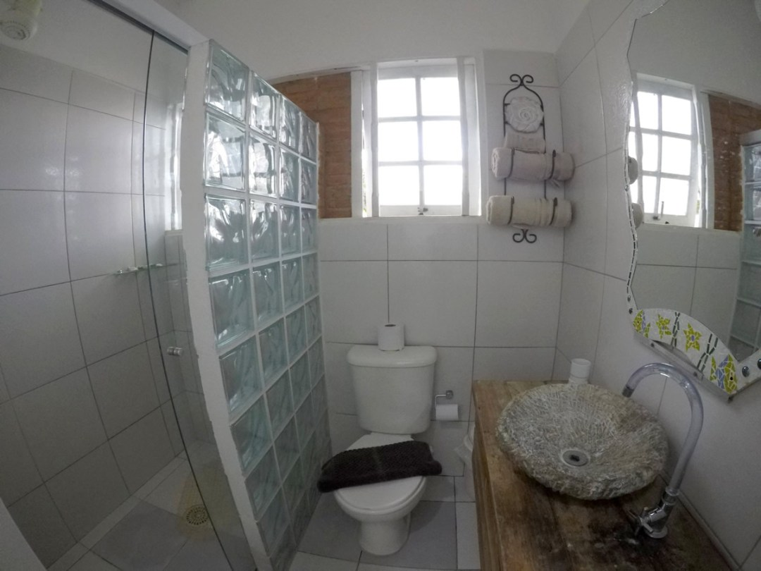 Banheiro Suite Familia pousada oca poranga guaruja
